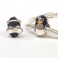 BE-274 Berloque Pinguim Feliz com Fone de Ouvidoem Prata e Esmalte